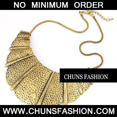 Gold Fanshaped Pendant Necklace