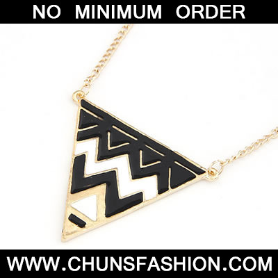 Black Triangle Pattern Shape Pendant Necklace