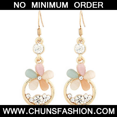Gold Flower With Cz Dimaond Earring