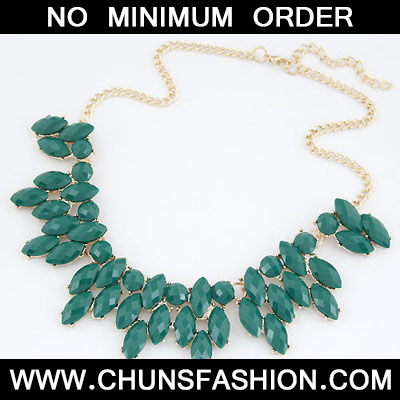 Dark Green Leaves Necklace