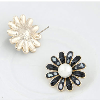 White Shell Flower Stud Earring