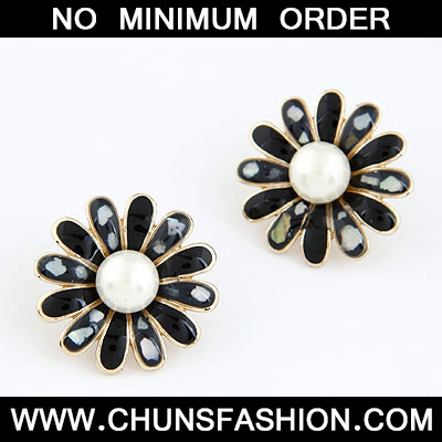 Black Circle Stud Earring