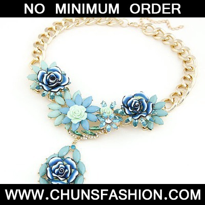 Blue Blooming Rose Flowers Necklace