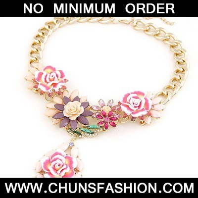 Beige Blooming Rose Flowers Necklace