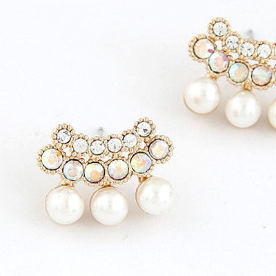 White Sparkly Diamond Pearl Stud Earring