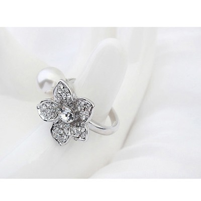 White Pearl Flower Pearl Crystal Ring