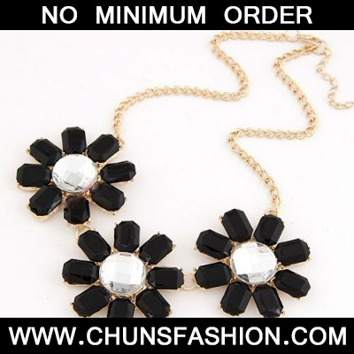 Black Three Rich Flower Necklace