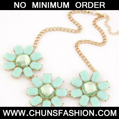 Light Blue Three Rich Flower Necklace