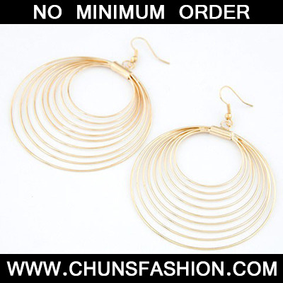 Gold nine metal circles together Earring