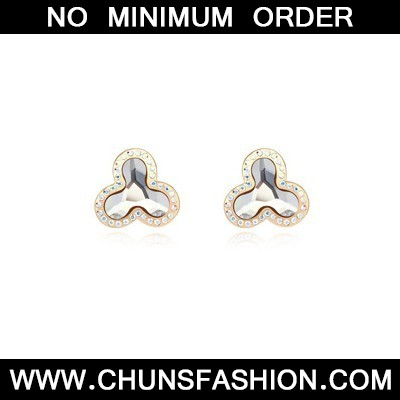 white flower shape Crystal Earring