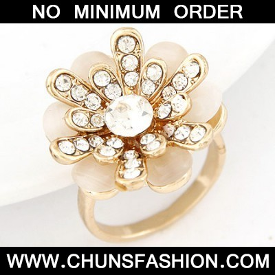 white diamond flower Ring