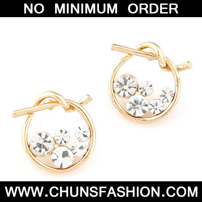 white diamond round shape Stud Earring