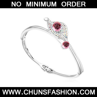 light plum red diamond leaf shape