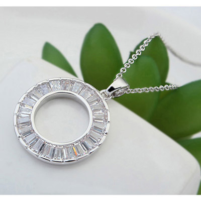 White Round Pendant Crystal Necklace