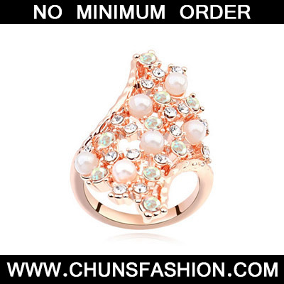 White & Rose Gold Diamond Geometrical
