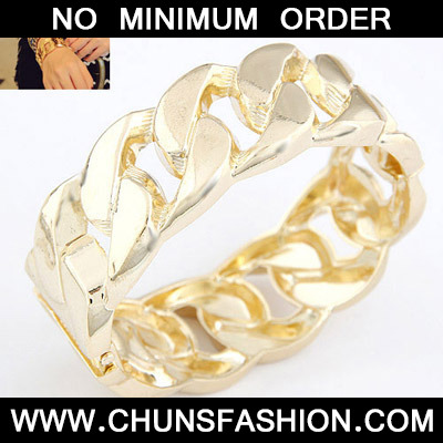 Gold Interlocking Bangle