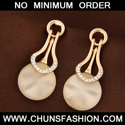 Beige Diamond Round Shape Stud Earring