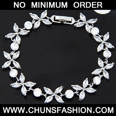White Diamond Flower Crystal Bracelet