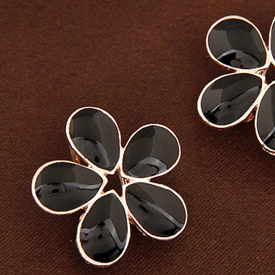 Black Flower Shape Stud Earring