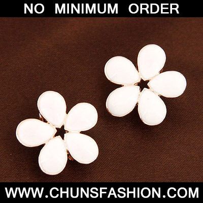 White Flower Shape Stud Earring