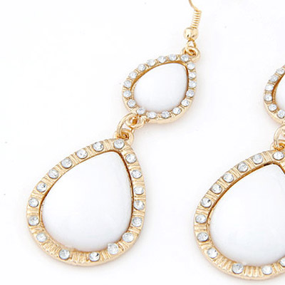 White Waterdrop Shape Earring