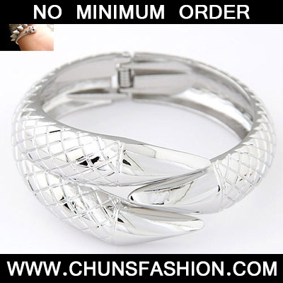 Silver Talon Shape Bangle