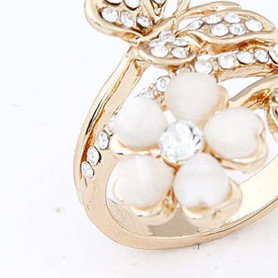 Beige Flower Ring