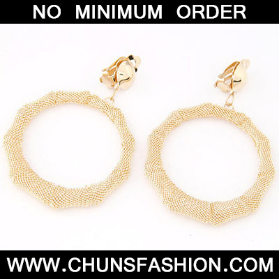 Gold Round Shape Earring