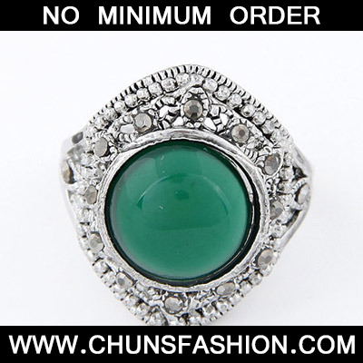 Green Diamond Round Shape Ring
