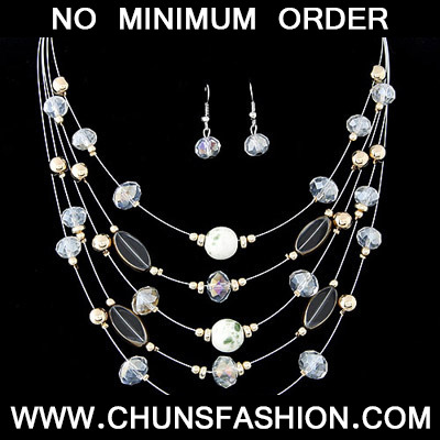 Quali White Beads Mutilayer Jewelry Set