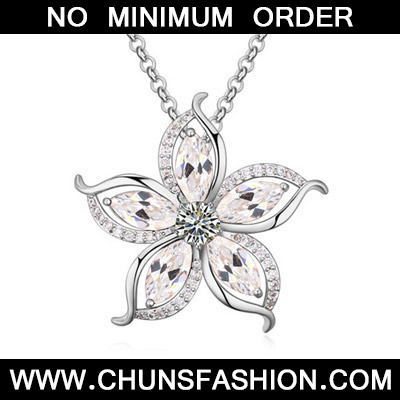 White Diamond Flower Pendant Zircon Crystal