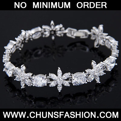 White Diamond Flower Zircon Bracele