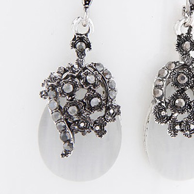 White Flower Shape Earring