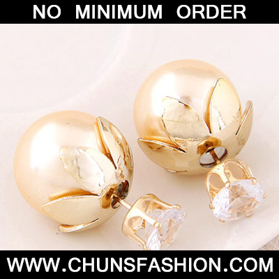 Gold Round Shape Stud Earring