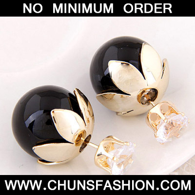 Quali Black Round Shape Stud Earring