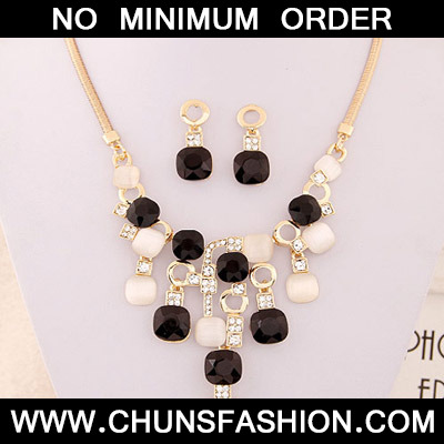 Black Square Shape Jewelry Set