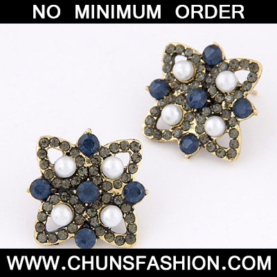 White & Blue Diamond Flower Stud Earring