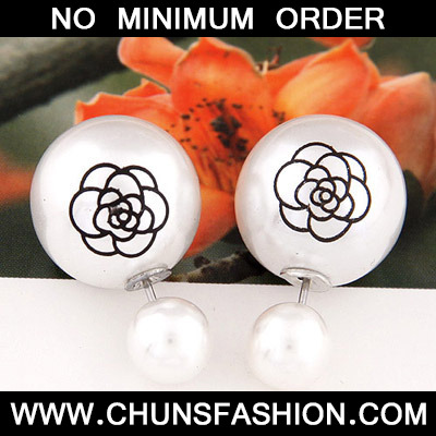 White Pearl Rose Pattern Stud Earring
