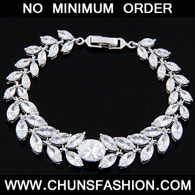 White Diamond Leaf Shape Zircon Bracelet