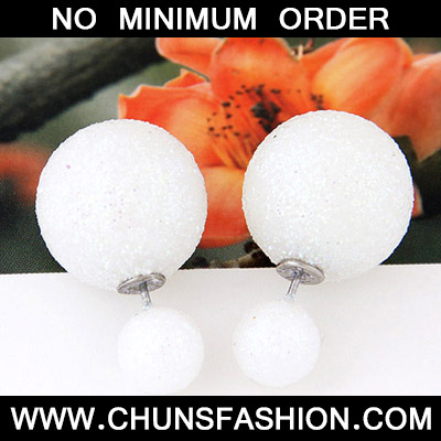 White round shape Stud Earring