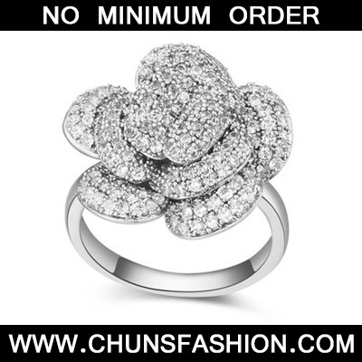 White Diamond Flower Zircon Crystal Ring