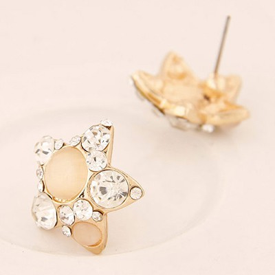 White Diamond Star Shape Stud Earring