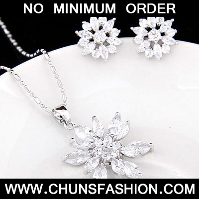 White Diamond Flower Zircon Bracelet