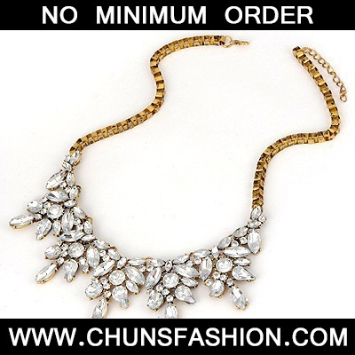White Acrylic Diamond Weave Necklace