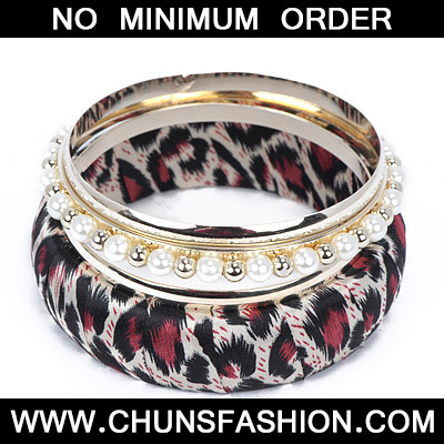 Red Pearl Leopard Pattern Bangle