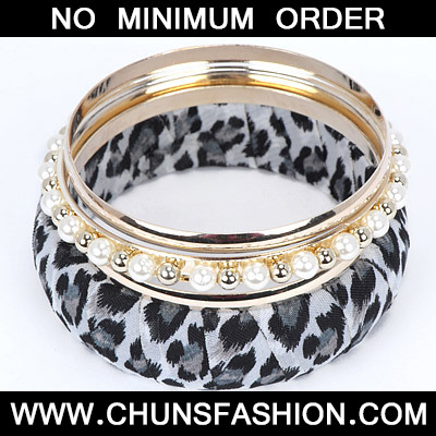 White Pearl Leopard Pattern Bangle