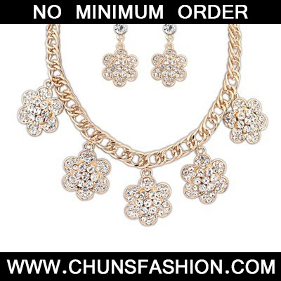 Gold Flower With Diamond Jewelry Set