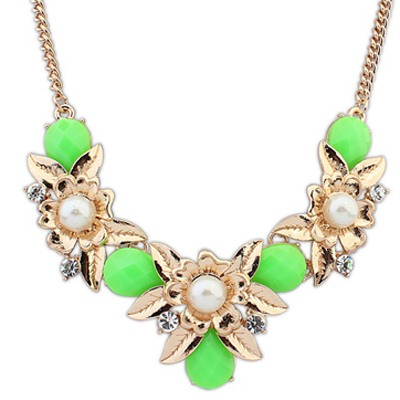 Glass Green Flower Shaped Necklace