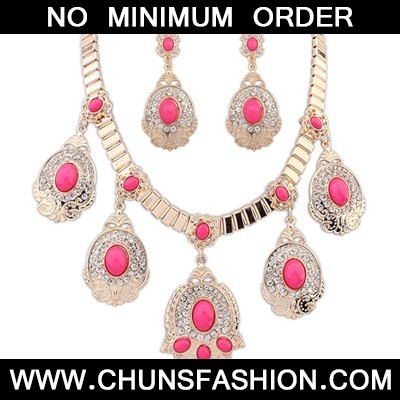 Plum Red Diamond Oval Pendant Jewelry Set