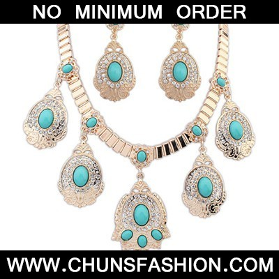 Light Blue Diamond Oval Pendant Jewelry Set